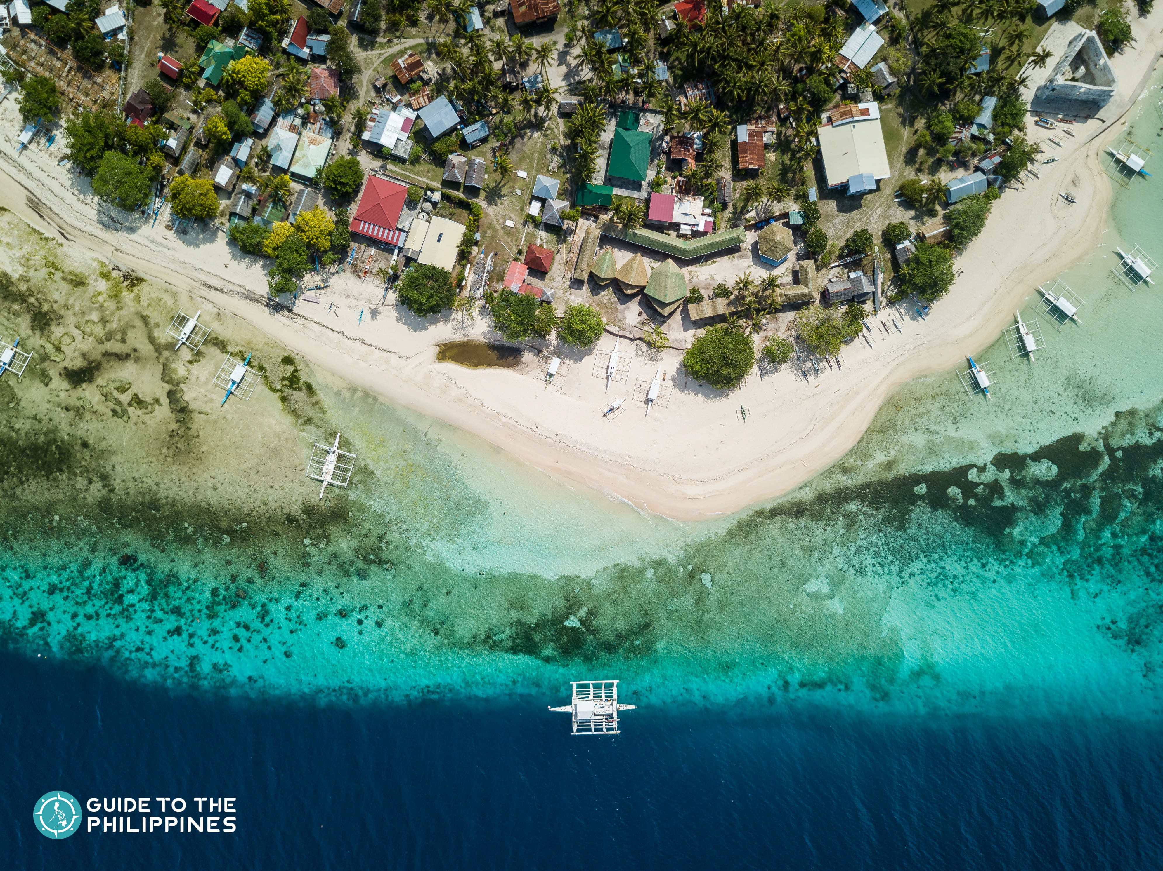 Deep blue waters and white sand at Pamilacan Island in Bohol