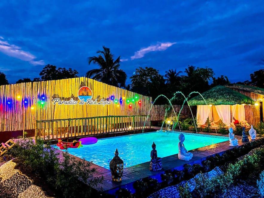 The pool area of Paradiso de Rich Lopez