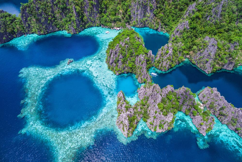View of El Nido Palawan's blue waters