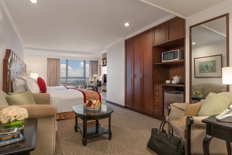 Enjoy the amenities of a junior suite at Discovery Suites in Ortigas
