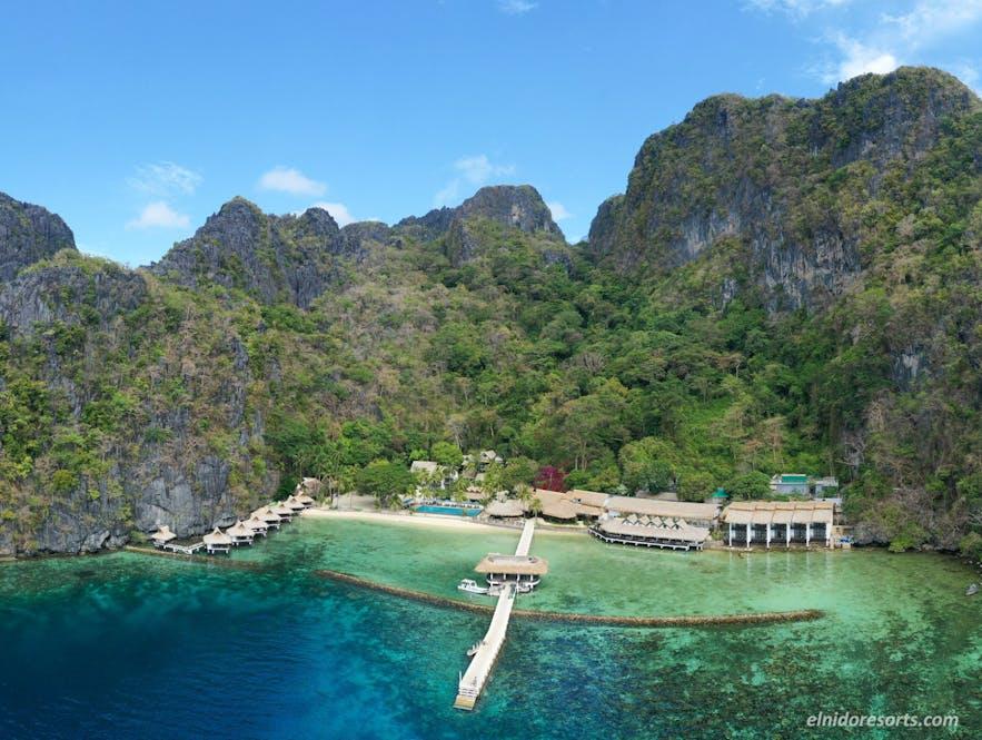 Aerial view of Miniloc Island