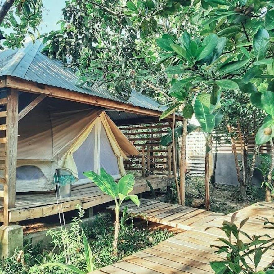 A tent in Cabanas de Nacpan Camping Resort