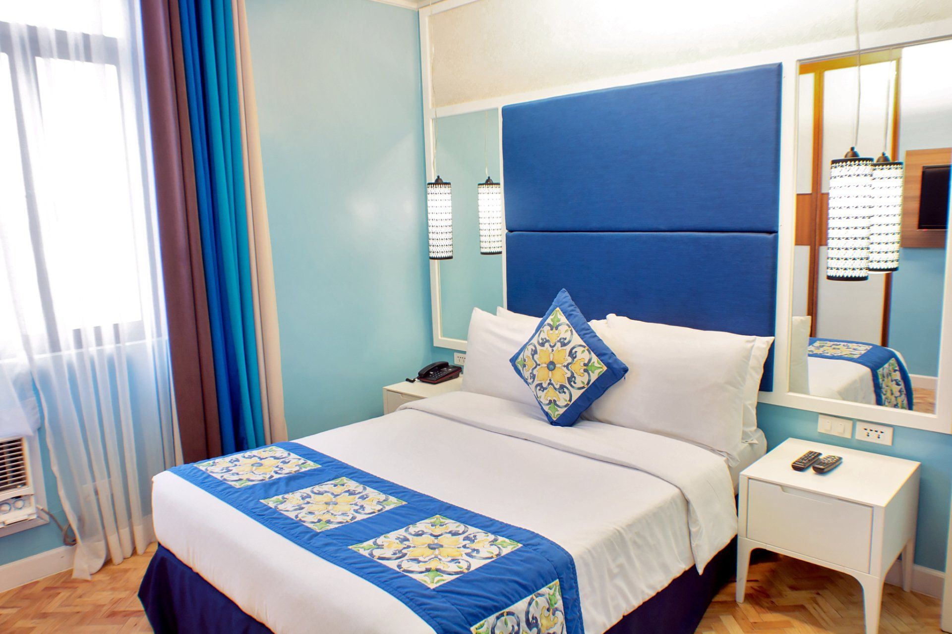 Colorful walls and bed accessories inside a room in Parque Espana