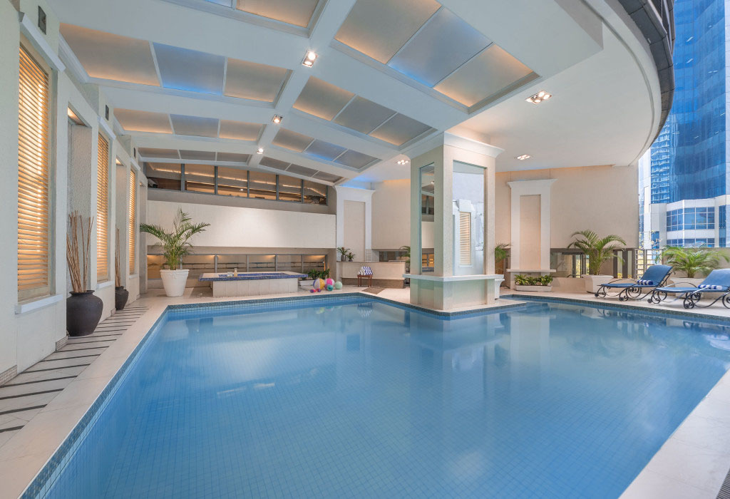 Pool amenities at Discovery Suites