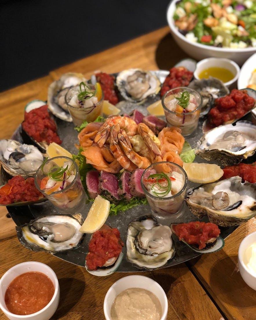 Los Indios Bravos' seafood platter