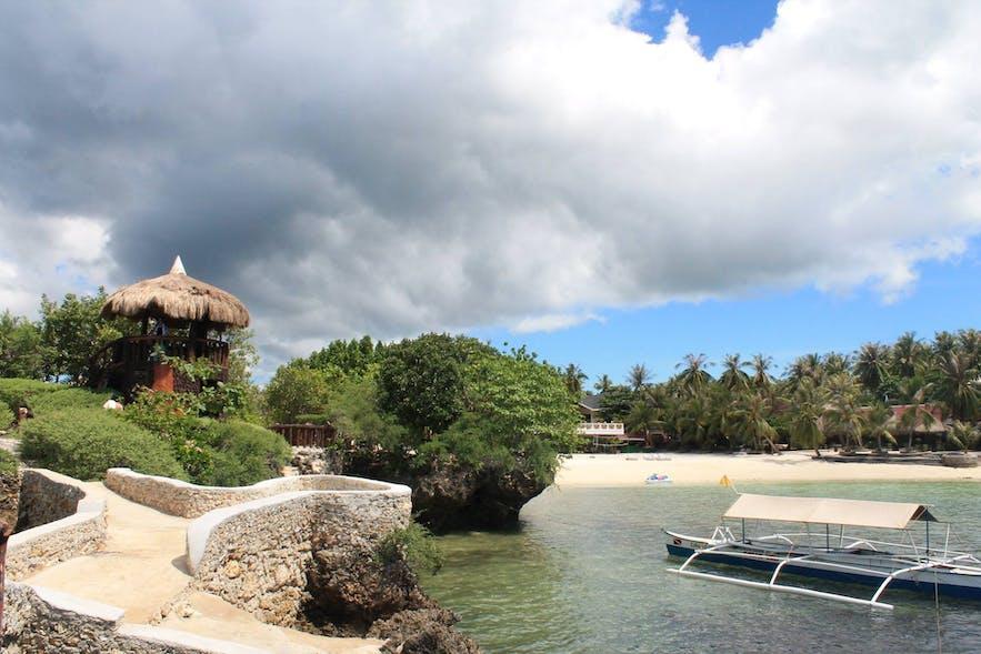 Mangodlong Rock Resort's beachfront