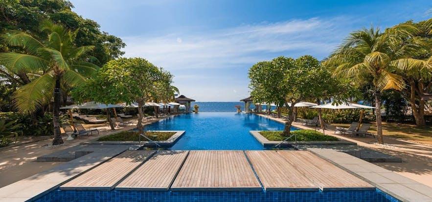 Infinity pool of Crimson Resort and Spa Mactan