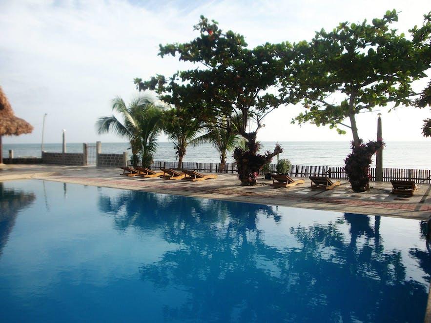Vitton & Woodland Beach Resorts's pool area
