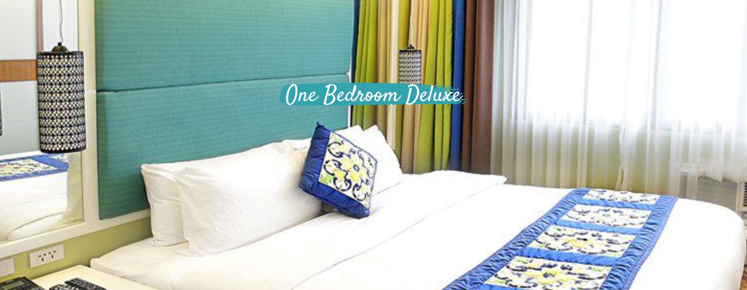 Queen-sized bed inside a room in Parque Espana